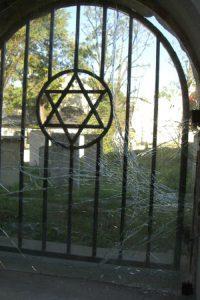 שער עם מגן דוד